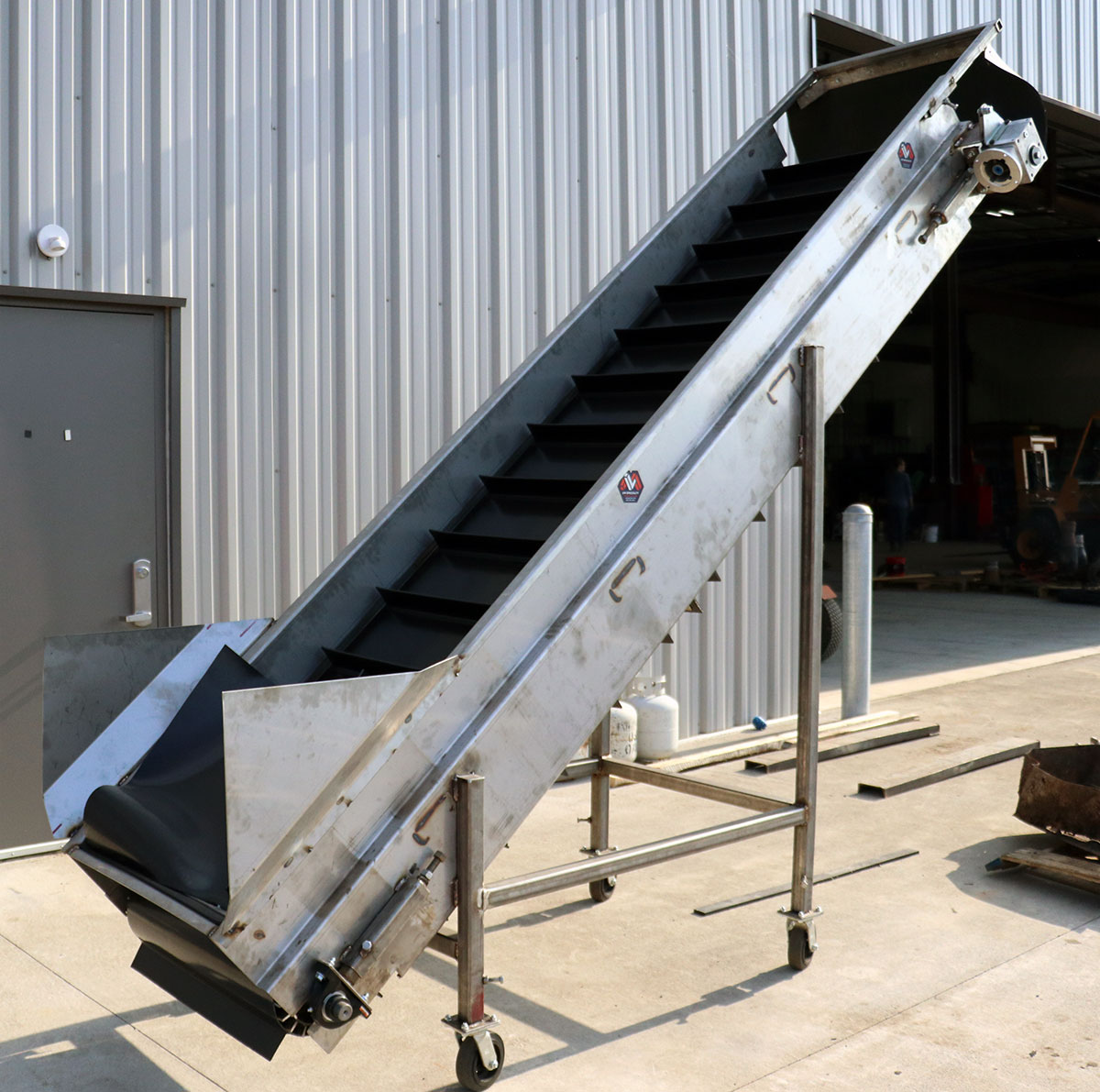 custom feed elevator, L&M specialty fabrication batavia ny
